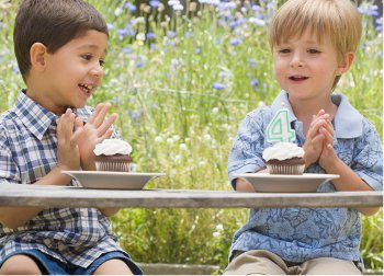Picture of kids with cupcakes